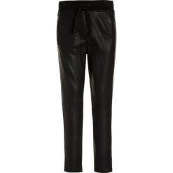 Retour Jeans NORA Spodnie treningowe black. Czarne jeansy chłopięce Retour Jeans. W wyprzedaży za 143,40 zł.