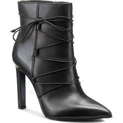 Botki GINO ROSSI - Ingrid DBH231-S39-E100-9900-0 99. Czarne buty zimowe damskie marki Gino Rossi, ze skóry, na obcasie. W wyprzedaży za 379,00 zł.