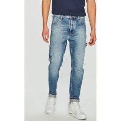 Tommy Jeans - Jeansy Tapered Carpenter. Niebieskie jeansy męskie z dziurami marki Tommy Jeans. Za 539,90 zł.