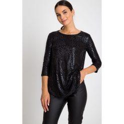 Czarna błyszcząca bluzka QUIOSQUE. Czarne bluzki asymetryczne QUIOSQUE, z motywem zwierzęcym, z dzianiny. W wyprzedaży za 39,99 zł.