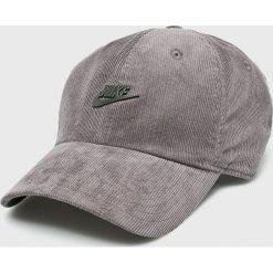 Nike Sportswear - Czapka. Szare czapki z daszkiem męskie Nike Sportswear. W wyprzedaży za 79,90 zł.