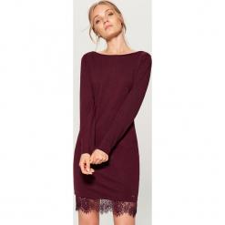 Sukienka z koronką - Bordowy. Czerwone sukienki koronkowe marki Mohito, l, w koronkowe wzory. Za 79,99 zł.