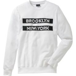 Bluza dresowa Slim Fit bonprix biały. Białe bluzy dresowe męskie bonprix, l, z nadrukiem. Za 49,99 zł.