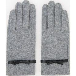 Wełniane rękawiczki - Jasny szar. Brązowe rękawiczki damskie marki Roeckl. Za 39,99 zł.