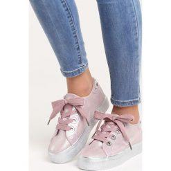 Różowe Buty Sportowe City of Angels. Czerwone buty sportowe damskie marki KALENJI, z gumy. Za 79,99 zł.