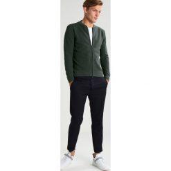 Swetry rozpinane męskie: J.LINDEBERG ELLIOT Kardigan dark green