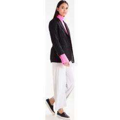 Hope REED TURTLENECK Sweter pink. Różowe swetry klasyczne damskie Hope, z materiału. W wyprzedaży za 368,55 zł.
