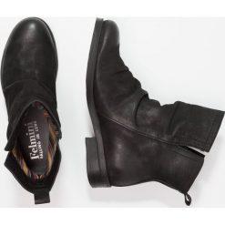 Felmini SERPA Botki wax black. Czarne botki damskie na zamek Felmini, z materiału, klasyczne. Za 529,00 zł.