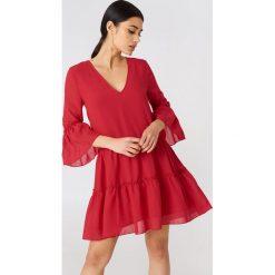 NA-KD Boho Sukienka mini z dekoltem V - Red. Niebieskie sukienki boho marki NA-KD Boho, na imprezę, w koronkowe wzory, z koronki, na ramiączkach, mini. Za 121,95 zł.