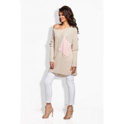 Sweter oversize z kieszenią beżowy-pudrowy róż MIRANDA. Brązowe swetry oversize damskie Lemoniade. Za 99,00 zł.
