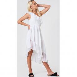 Andrea Hedenstedt x NA-KD Asymetryczna sukienka na jedno ramię - White. Szare sukienki asymetryczne marki Mohito, l, z asymetrycznym kołnierzem. Za 161,95 zł.