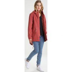 Burton SADIE Parka marsala. Czerwone kurtki sportowe damskie Burton, xl, z materiału. W wyprzedaży za 535,20 zł.