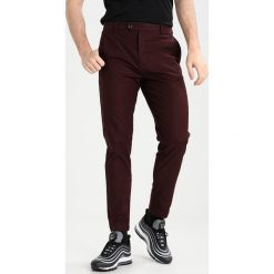 Chinosy męskie: Burton Menswear London Chinosy burgundy