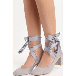 Szare Czółenka Morana. Szare buty ślubne damskie marki Born2be, ze skóry, z okrągłym noskiem, na słupku. Za 59,99 zł.