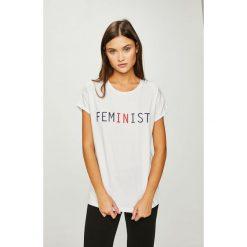 Answear - Top Femifesto. Szare topy damskie ANSWEAR, l, z nadrukiem, z bawełny, z okrągłym kołnierzem. W wyprzedaży za 47,90 zł.