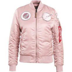 Alpha Industries Kurtka Bomber silver pink. Czerwone bomberki damskie marki Alpha Industries, s, z materiału. W wyprzedaży za 353,40 zł.