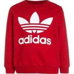 Adidas Originals CREW SET  Bluza scarlet/white. Czerwone bluzy chłopięce marki adidas Originals, z bawełny. Za 199,00 zł.