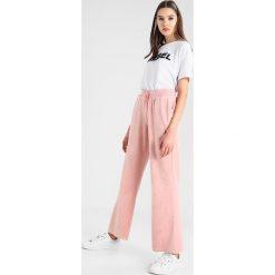 Spodnie dresowe damskie: ONLY ONLVERONA VIVIAN FLARED PANTS Spodnie treningowe misty rose