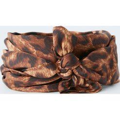 Szal z nadrukiem zwierzęcym. Brązowe szaliki damskie Pull&Bear, z motywem zwierzęcym. Za 29,90 zł.