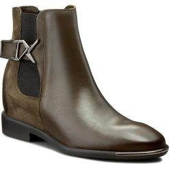 Botki CARINII - B3786 I45-I43-PSK-B98. Różowe buty zimowe damskie marki Carinii, z materiału, z okrągłym noskiem, na obcasie. W wyprzedaży za 279,00 zł.