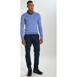 Swetry klasyczne męskie: J.LINDEBERG Sweter silent blue