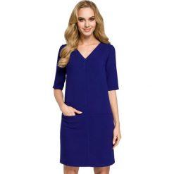 ARIA Sukienka dwie kieszenie - chabrowa. Niebieskie sukienki mini Moe, na co dzień, z tkaniny, z dekoltem w serek, z krótkim rękawem, proste. Za 139,99 zł.