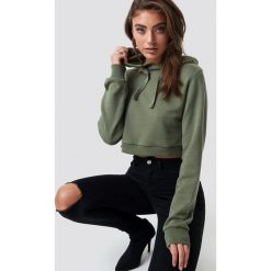 Bluzy damskie: Pamela x NA-KD Bluza z kapturem Cropped Rib - Green