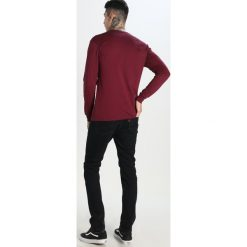 Levi's® 511 SLIM FIT Jeansy Slim fit link. Czarne jeansy męskie relaxed fit marki Levi's®, z bawełny. W wyprzedaży za 295,20 zł.