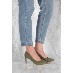 Czółenka: NA-KD Shoes Zamszowe czółenka ze spiczastymi noskami – Green
