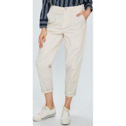 Tommy Jeans - Spodnie. Szare proste jeansy damskie Tommy Jeans. W wyprzedaży za 319,90 zł.