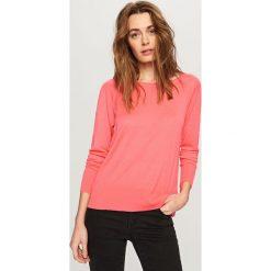 Sweter z półokrągłym dekoltem - Różowy. Białe swetry klasyczne damskie marki Reserved, l. W wyprzedaży za 29,99 zł.