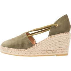 Kanna BASIC Czółenka na platformie pino. Brązowe buty ślubne damskie Kanna, z materiału, na koturnie. Za 399,00 zł.