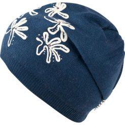 Czapka damska Lodowe kwiaty granatowa. Niebieskie czapki zimowe damskie marki Art of Polo, w kwiaty. Za 54,70 zł.