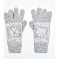 Wzorzyste rękawiczki pięciopalczaste - Jasny szary. Szare rękawiczki damskie Cropp. Za 34,99 zł.