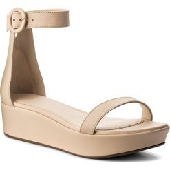 Rzymianki damskie: Sandały STUART WEITZMAN – Capri XL17428 Fawn