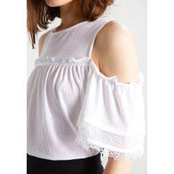 T-shirty damskie: Miss Selfridge Petite Tshirt z nadrukiem white