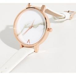 Zegarek z marmurowym zdobieniem - Biały. Białe zegarki damskie Sinsay. Za 24,99 zł.