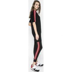 Answear - Sukienka Sporty Fusion. Szare sukienki dzianinowe marki ANSWEAR, na co dzień, m, casualowe, z okrągłym kołnierzem, mini, sportowe. W wyprzedaży za 69,90 zł.