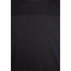 Nike Performance PRO HYPERCOOL Tshirt z nadrukiem black/white. Czarne t-shirty chłopięce marki Nike Performance, z nadrukiem, z elastanu. Za 139,00 zł.