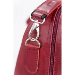 GERONE Czerwona męska torba ze skóry Podróżna smooth leather. Czerwone torby podróżne Brødrene, z materiału, na ramię, duże. Za 750,00 zł.