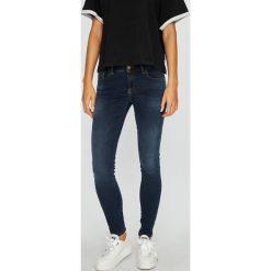 Diesel - Jeansy Slandy-Low. Niebieskie jeansy damskie rurki Diesel, z bawełny, z obniżonym stanem. W wyprzedaży za 549,90 zł.