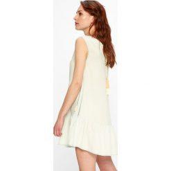 Femi Stories - Sukienka Flores. Szare sukienki mini marki Femi Stories, na co dzień, l, z tkaniny, casualowe, z okrągłym kołnierzem. W wyprzedaży za 159,90 zł.