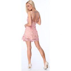 Sukienka z paskami na dekolcie pudrowy róż ZZ320. Białe sukienki na komunię marki Fasardi, l. Za 99,00 zł.