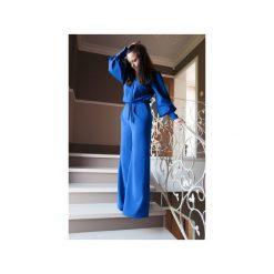 Kombinezony damskie: Niebieski kombinezon damski z szerokimi nogawkami