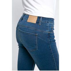 Vero Moda - Jeansy. Niebieskie jeansy damskie rurki marki Vero Moda. W wyprzedaży za 89,90 zł.