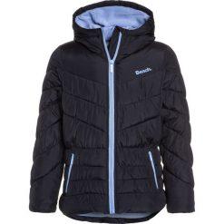 Bench WADDED JACKET Kurtka zimowa essentially navy. Niebieskie kurtki chłopięce zimowe Bench, z materiału. W wyprzedaży za 271,20 zł.