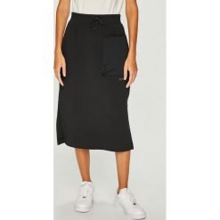 Nike Sportswear - Spódnica. Różowe spódniczki dzianinowe marki Nike Sportswear, l, z okrągłym kołnierzem. Za 259,90 zł.