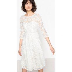 Sukienki hiszpanki: Koronkowa sukienka ślubna z uroczym tyłem