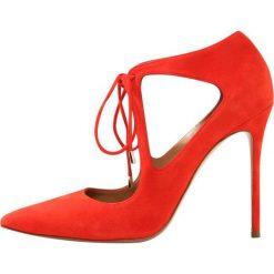 Pura Lopez Szpilki red. Czerwone szpilki Pura Lopez, z materiału. W wyprzedaży za 534,50 zł.