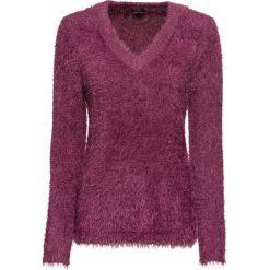Sweter z dzianiny z długim włosem bonprix matowy jeżynowy. Fioletowe swetry klasyczne damskie bonprix, z dzianiny, z okrągłym kołnierzem. Za 89,99 zł.
